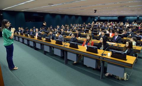 Câmara dos Deputados seleciona estudantes para programa Parlamento Jovem Brasileiro 2019