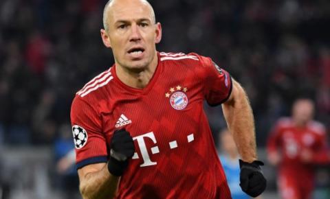 Robben anuncia volta ao futebol após ficar um ano parado