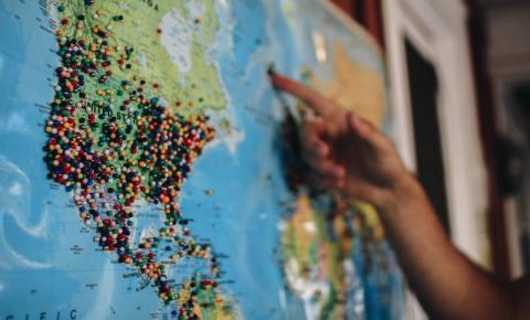 Veja quatro dicas de viagem para conhecer o mundo sem sair de casa