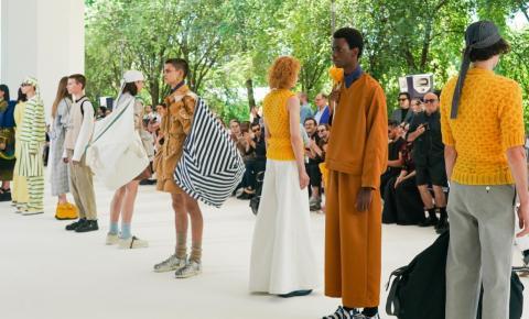 Grandes marcas reinventam desfiles de alta-costura