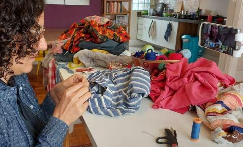 """""""Moda sustentável virou um grande rótulo de marketing"""", afirma ativista têxtil"""