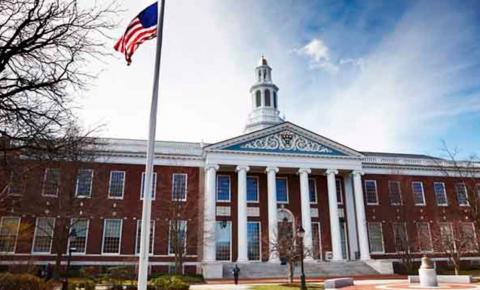 Governo americano revoga lei que obrigava retorno de estudantes a seus países de origem