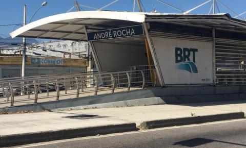 Após fechamento, estação André Rocha, no Rio de Janeiro, é abandonada e não tem previsão de reabertura
