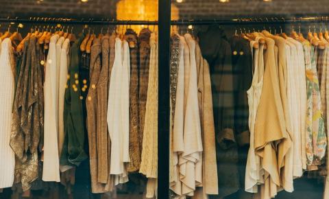 Em nome do consumo, indústria da moda polui e explora pessoas