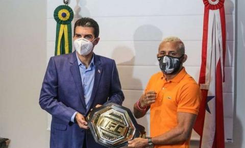 Campeão do peso-mosca do UFC, Deiveson Figueiredo é condecorado pelo governador do Pará