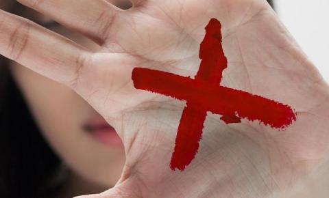 Sinal Vermelho: Mulheres podem denunciar violência doméstica em farmácias e drogarias
