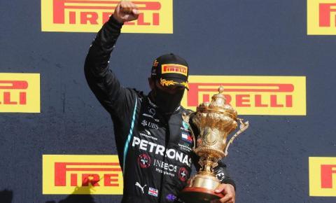 Com uma última volta dramática, Hamilton vence GP da Grã-Bretanha
