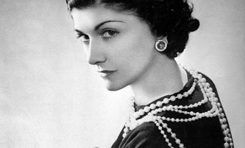 Após 137 anos, Coco Chanel continua sendo uma fashionista atemporal