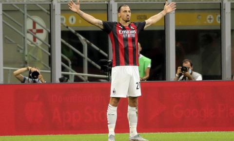 Ibrahimovic renova contrato com o Milan por mais uma temporada
