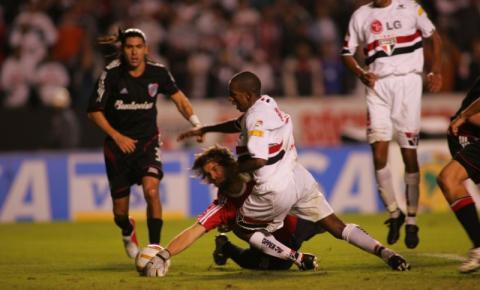 São Paulo e River Plate duelam no recomeço da Libertadores