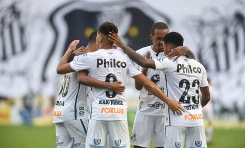 Desfalcado, Santos vence o Internacional na Vila Belmiro