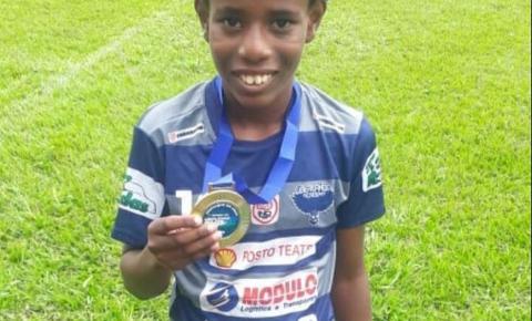 Garoto vítima de racismo recebe convite para fazer teste no Santos