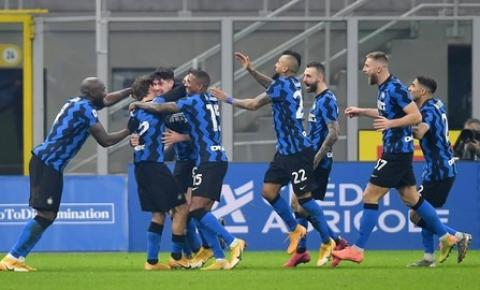 No 'Derby d'Italia', Inter vence e encosta no líder Milan