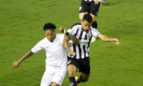 Cuca divide o elenco e poupa os titulares do Santos contra o Atlético-MG