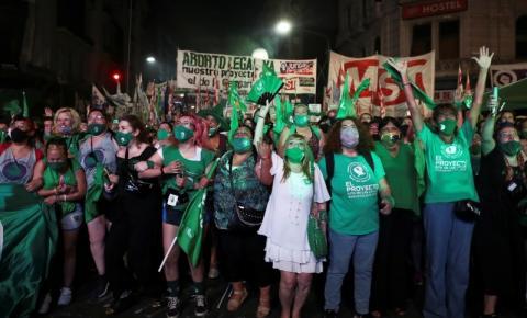 Após Argentina aprovar a descriminalização do aborto, debates são gerados por todo o mundo