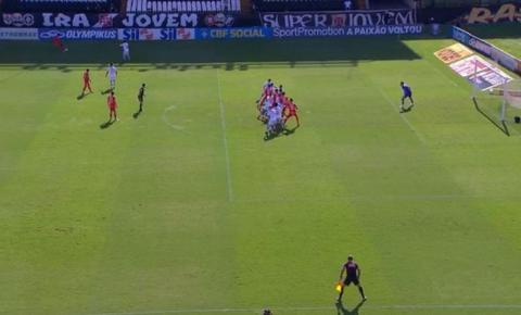 Com VAR polêmico, Inter vence o Vasco e pode ser campeão no próximo domingo