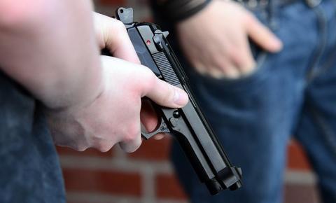 Governo altera decretos de 2019 e facilita aquisição e registro de armas