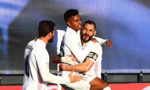 Com dois gols de Karim Benzema, Real Madrid vence em casa e assume a 2ª posição do Campeonato Espanhol