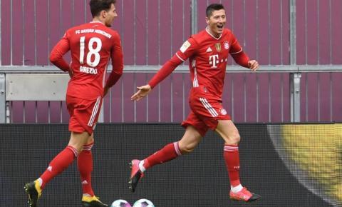 Bayern de Munique atropela o Stuttgart, em grande atuação de Lewandowski, com direito a hat-trick do polonês