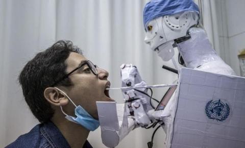 Robô criado no Egito é usado para auxiliar médicos no combate à pandemia