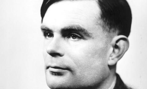 Alan Turing: mesmo ajudando a salvar milhões de vidas e encurtar a guerra, o matemático britânico foi punido com castração química por ser gay