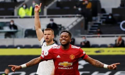 Manchester United vira sobre o Tottenham e mantém londrinos longe do G4 do Campeonato Inglês