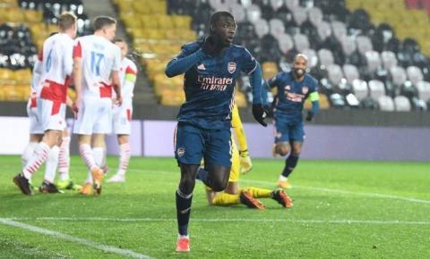 Com três gols em 24 minutos, Arsenal goleia o Slavia Praha por 4x0 e está na semifinal da Liga Europa