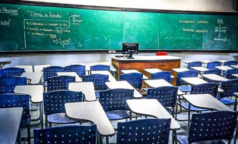 Educação brasileira em tempos de pandemia: alunos de escolas públicas sofrem com a impossibilidade de assistir aulas