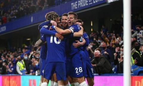 Chelsea se vinga do Leicester e encaminha vaga na Champions