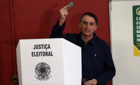 Bolsonaro volta a questionar a eficácia das urnas eletrônicas e TRE rebate