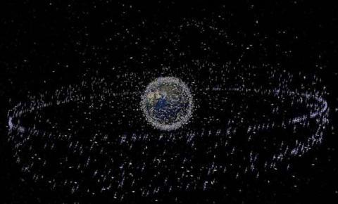 Tem lixo acumulado no espaço