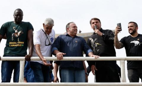 Pazuello participa de manifestação pró-governo e irrita generais do Exército