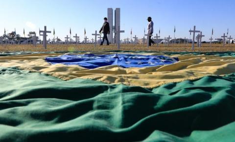 Brasil atinge a marca de 500 mil mortes por covid-19, veja a repercussão no mundo político