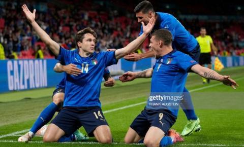 Na prorrogação, Itália vence a Áustria e avança às quartas da Euro