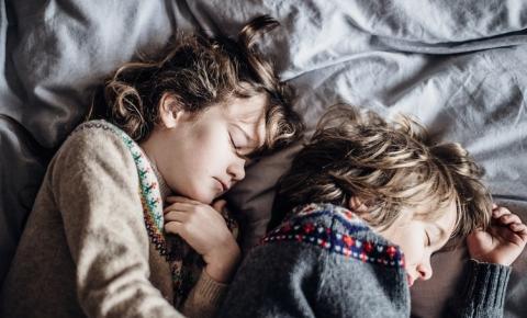 Prática de mindfulness melhora a qualidade do sono e traz benefícios às crianças