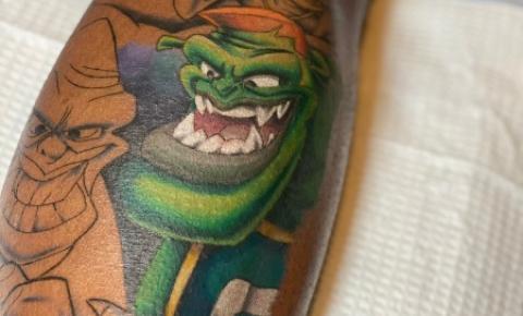 Tatuadores buscam desmistificar preconceito em pele negra