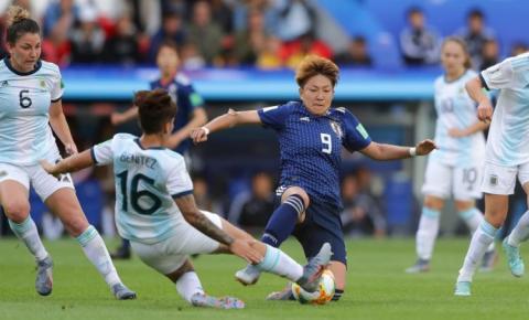 Em partida com poucas oportunidades, Argentina empata com Japão e faz história na Copa do Mundo