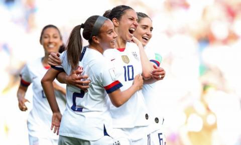 Mesmo com time reserva, Estados Unidos passa fácil pelo Chile e segue invicto no Mundial