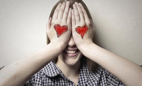 Love is Blind: reality show questiona se o amor é cego