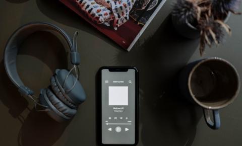 Pesquisa aponta crescimento de 57% em ouvintes de podcast no Brasil durante a pandemia
