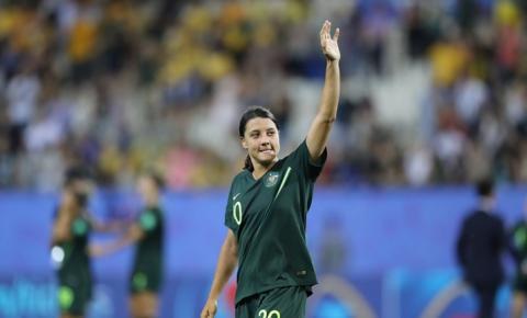 Sam Kerr faz quatro gols na Jamaica e classifica Austrália para as oitavas da Copa