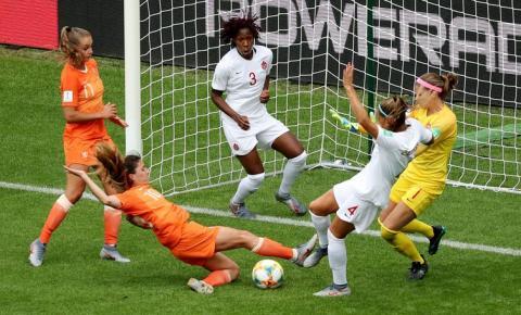 Holanda vence Canadá e conquista o primeiro lugar do grupo E