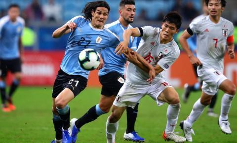 Com auxílio do VAR, Uruguai alcança o empate contra o Japão