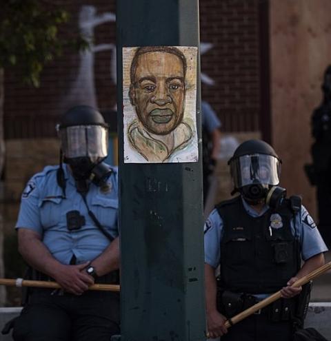 Covardia e morte. Homem negro é assassinado nos EUA e gera comoção Internacional