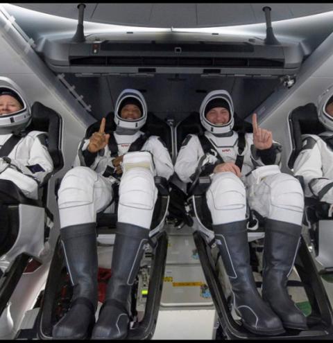 Astronautas voltam à Terra após quase seis meses na ISS